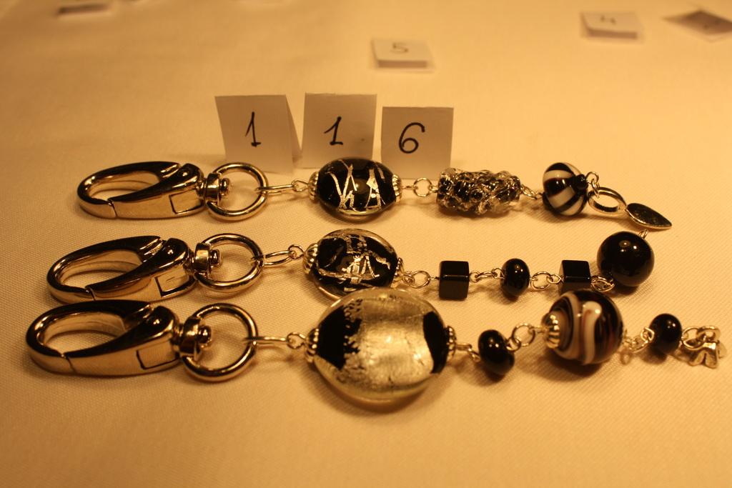 Ezüst és üveg kulcstartók