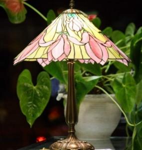 Liliomos lámpa